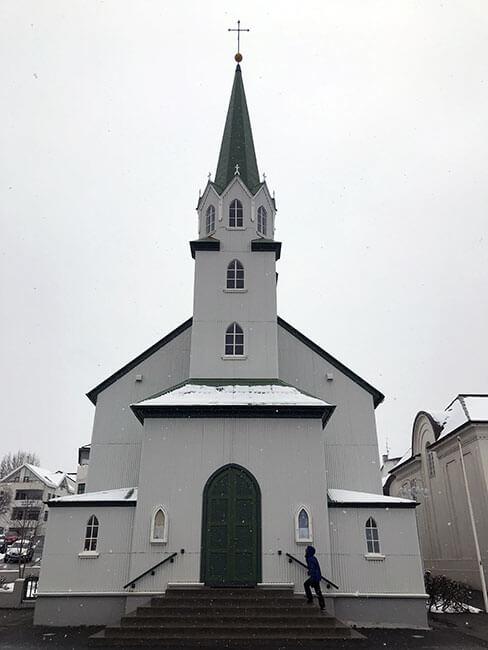 Una de las bonitas iglesias de Reikiavik