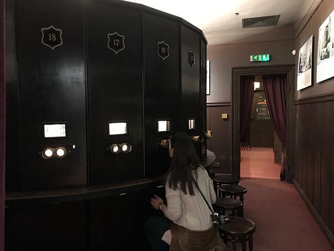 Dentro del museo Fotoplastikon en Varsovia puedes ver diferentes técnicas de fotografía animada
