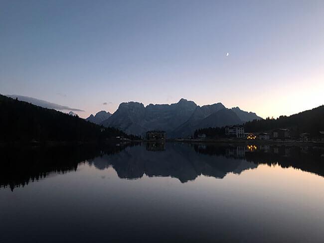 Ver el atardecer en el Lago Misurina es espectacular