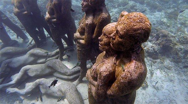 Nadando entre las estatuas submarinas de Gili Meno (Indonesia)
