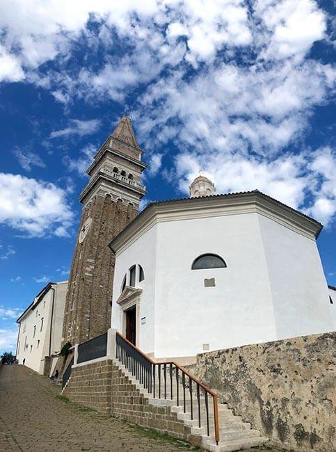 La iglesia de San Jorge en Piran, Eslovenia