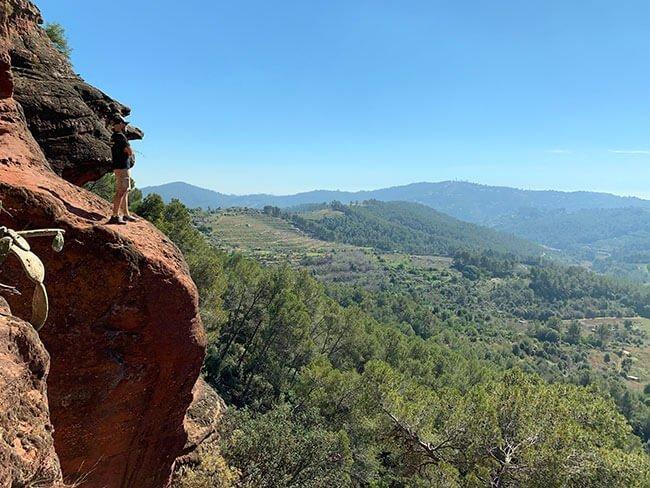 Las vistas desde las cuevas de Can Riera son preciosas, en un día soleado se puede ver hasta Barcelona