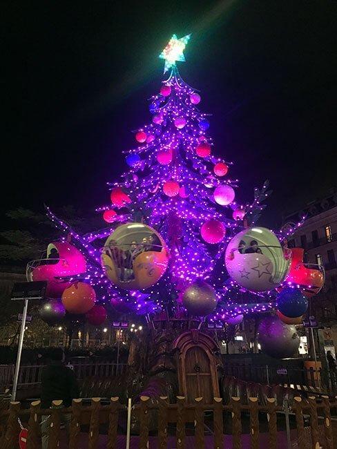 Precioso árbol de navidad en Toulouse