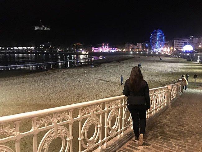 Playa de la Concha al caer la noche