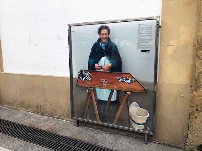 La foto homenaje a Andresa Portugal en la plaza del Mercado de San Sebastián