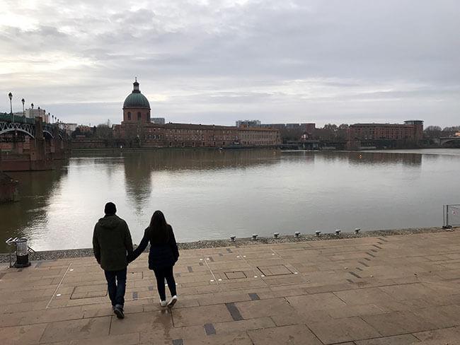 Paseando por la orilla del ríoGaronnne en Toulouse