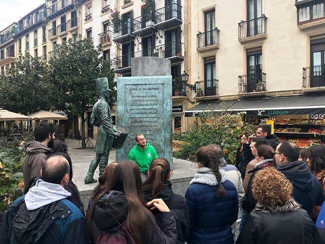 La plaza Sarriegui durante nuestro free tour por San Sebastián