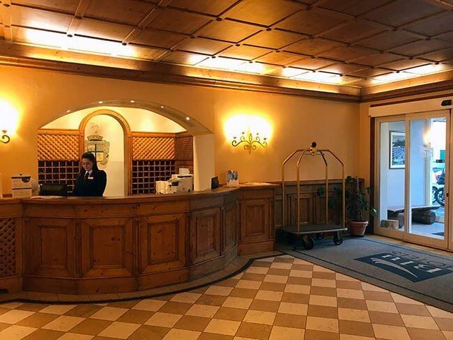 Recepción Grand Hotel Misurina