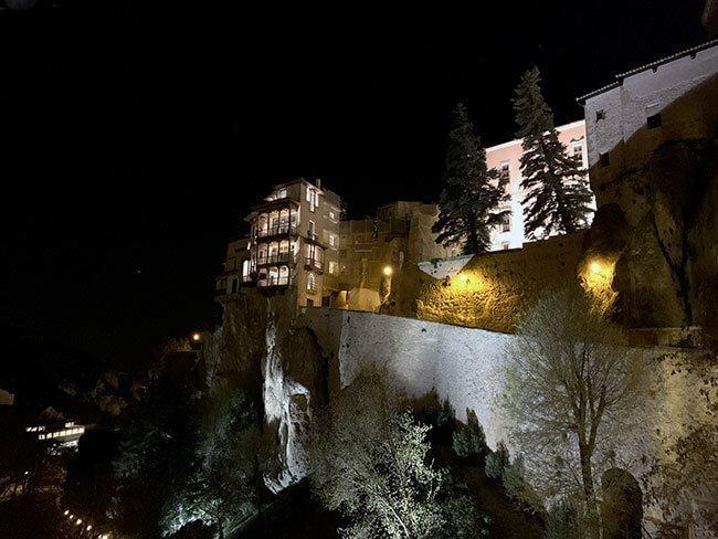 Las casas colgadas de Cuenca iluminadas