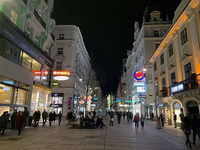La Kärntner Straße es la principal calle de Viena