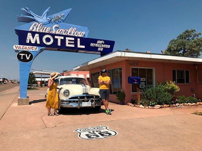 Uno de los puntos míticos de Tucumcari es el Blue Swallow Motel, que sigue alojando a viajeros de la Ruta 66