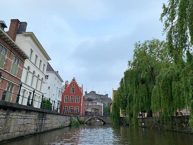 El paseo en barco por Gante es muy relajado y te cuentan mucha historia de la ciudad
