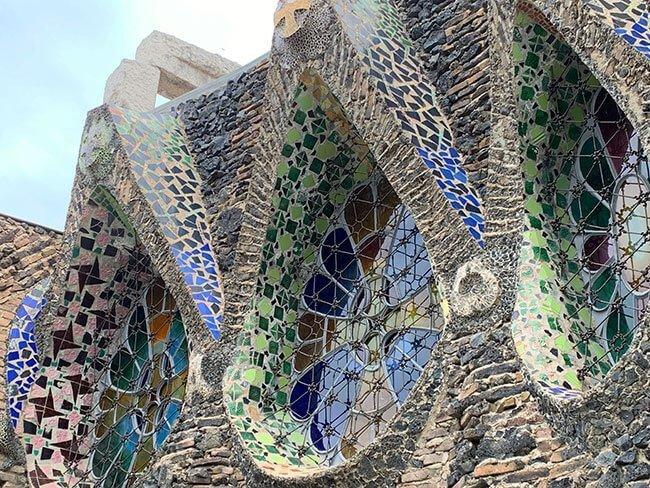 El modernismo está presente en toda la Cripta Gaudí de la Colonia Güell