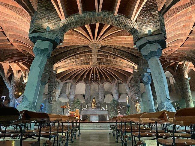 La Cripta Gaudí de la Colonia Güell iba a ser un proyecto de iglesia completa