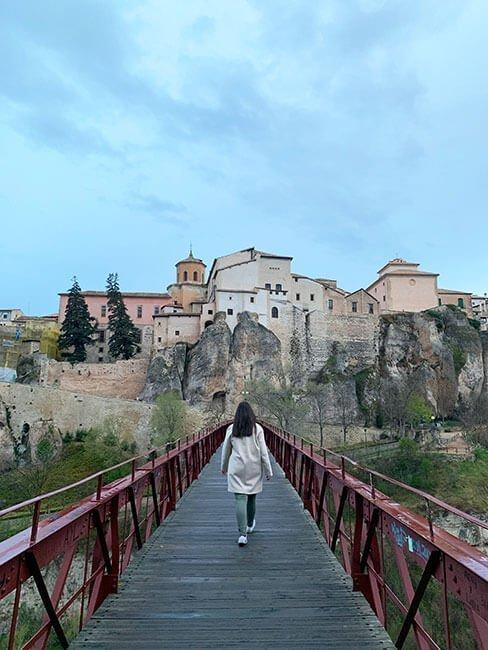 Paseando por el Puente San Pablo de Cuenca