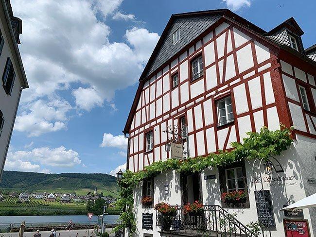 La preciosas casa del pueblo de Beilstein en el Valle del Mosela