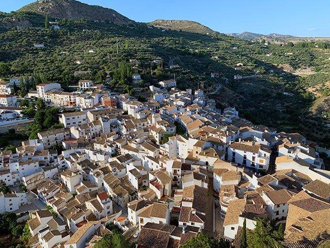 El precioso pueblo de Castril desde el mirador de la Peña