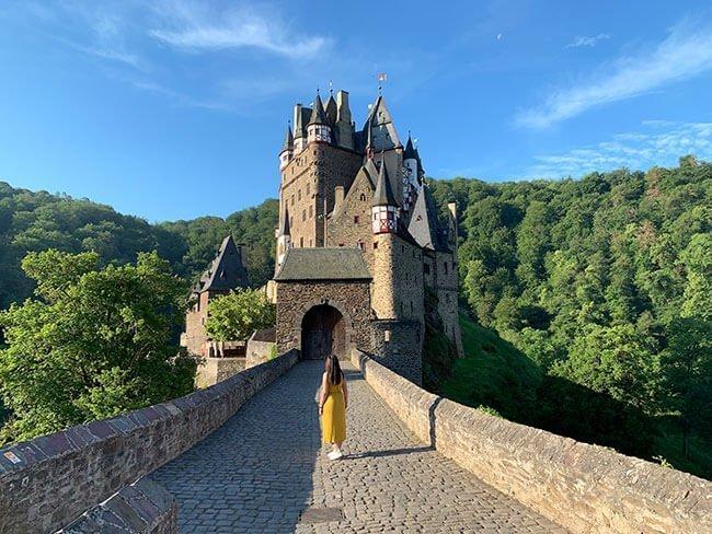 El precioso Castillo de Eltz en el Valle del Mosela, Alemania