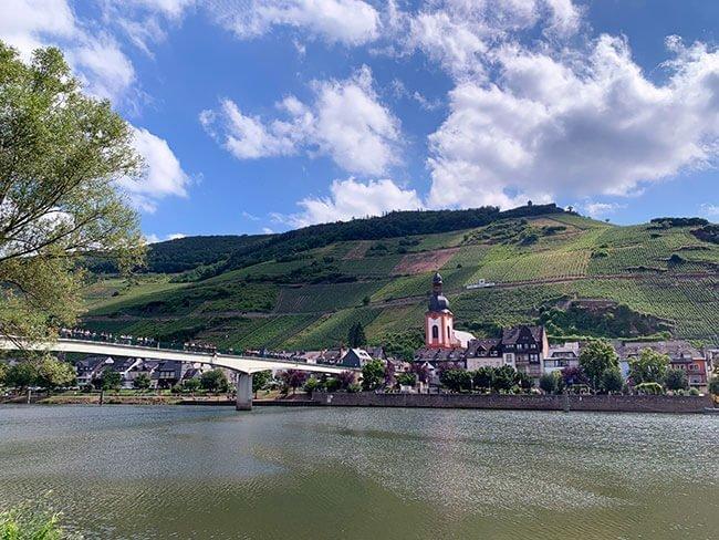 Vistas del pueblo de Zell y el río Mosela