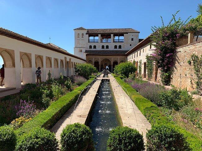 El Generalife y sus jardines son una zona preciosa de la Alhambra de Granada