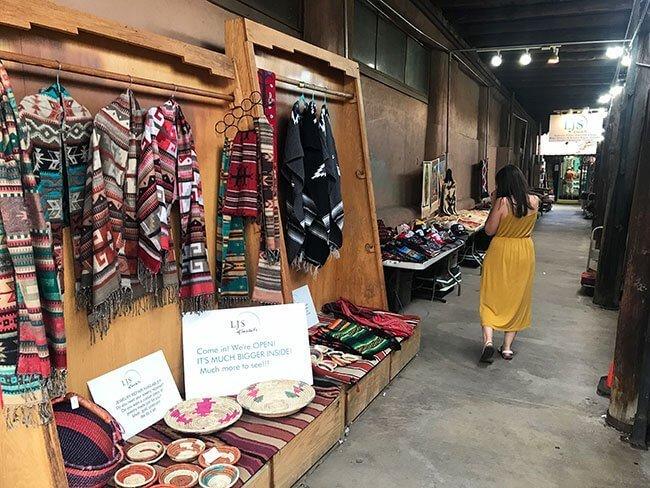 Los puestos con productos locales en Santa Fe