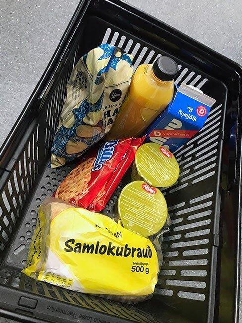 Nuestras compras en Islandia: pan de molde, sopas, leche, zumo,...