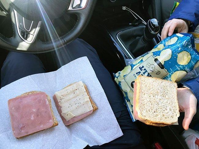 Pan de molde con embutido para comer en Islandia