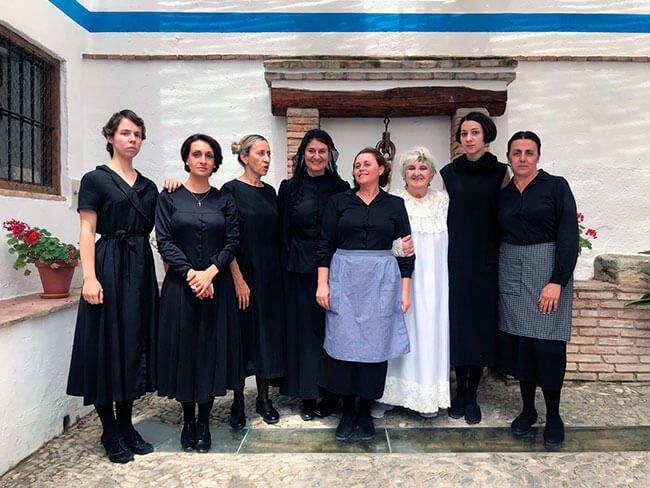 Actrices de la visita teatralizada en la Casa de Berbarna Alba en Valderrubio (Granada)