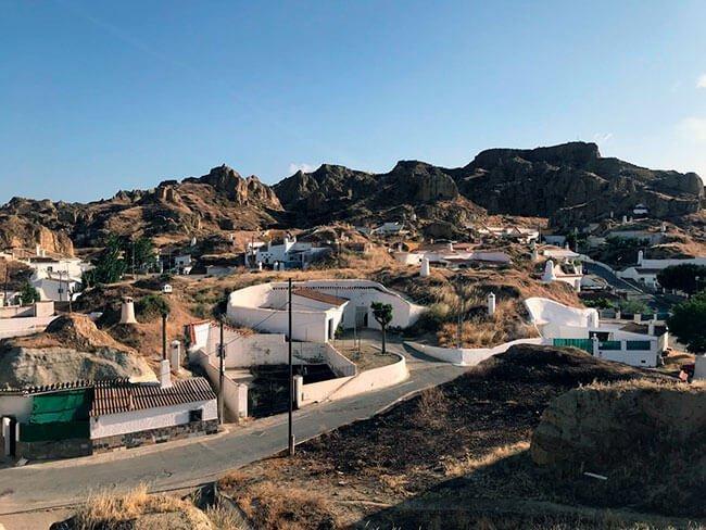 El barrio de las casas cueva en Guadix