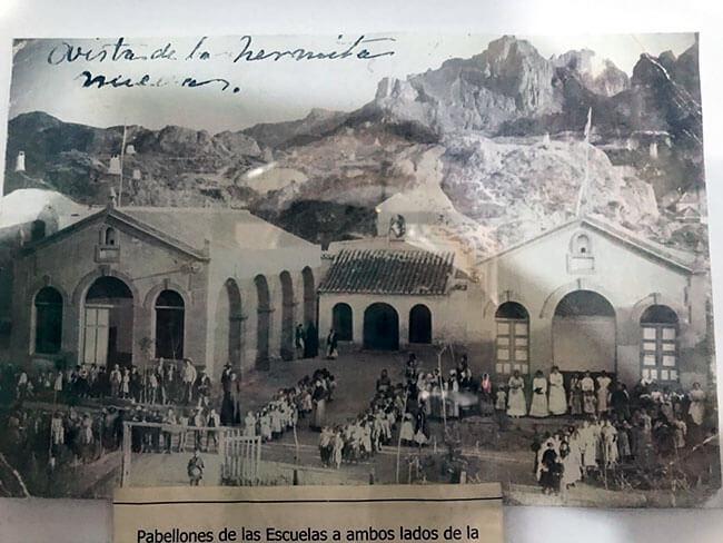 Fotografía antigua de la ermita del barrio de las cuevas de Guadix
