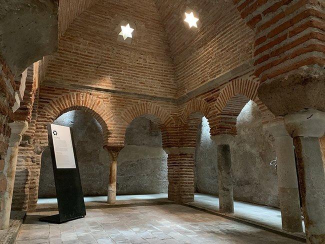 Interior de los baños Árabes de Baza