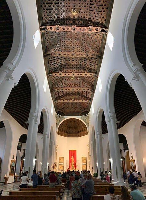 El precioso techo artesonado del a iglesia de Santiago