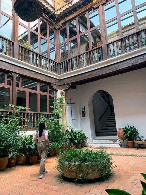 El precioso patio interior del palacete Julio Visconti en Guadix