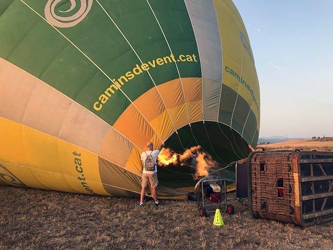 Cuando haces un vuelo en globo se participa también en la preparación
