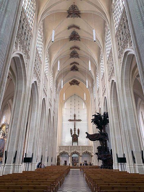 Interior de la Iglesia de San Pedro de Lovaina