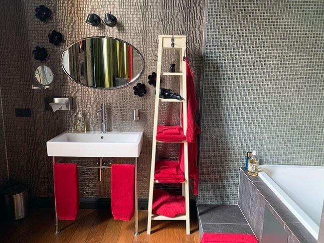 El baño totalmente reformado del The Glorious Inn