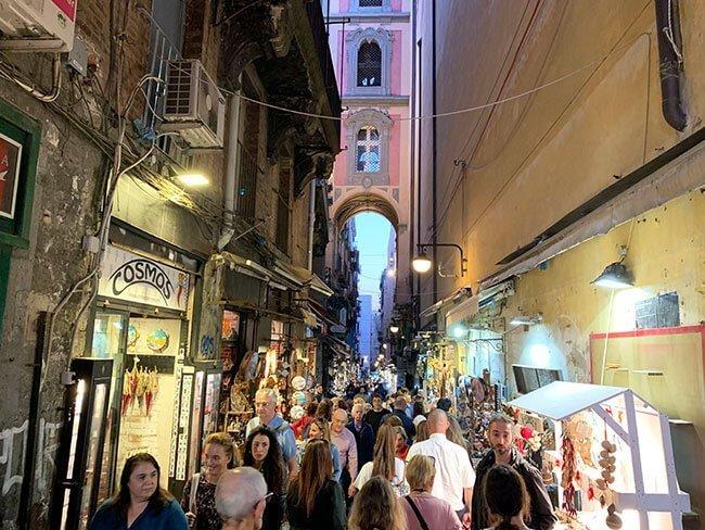 Conocer Nápoles a través de un tour es una muy buena idea