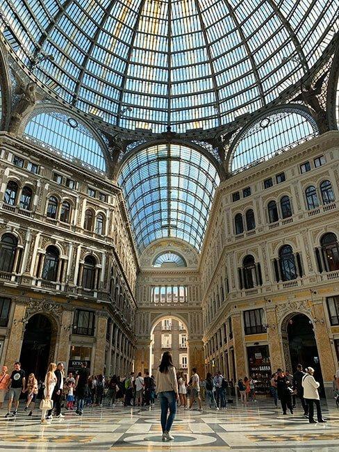 El espectacular interior de la Galleria Umberto I de Nápoles