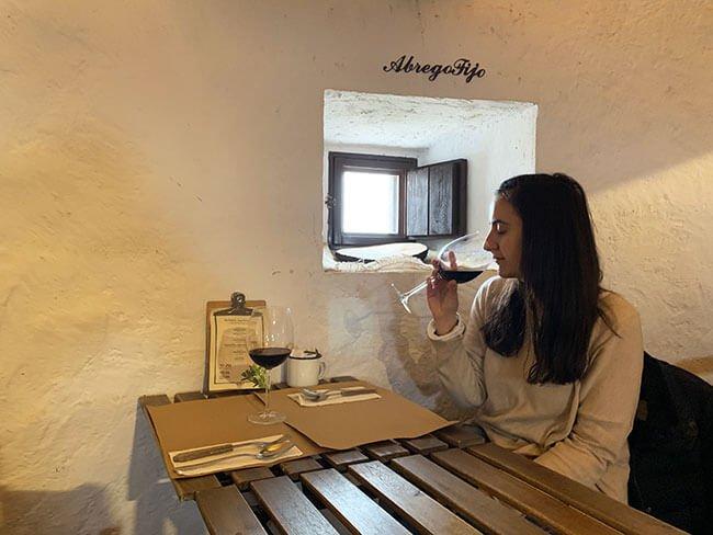 Probando el vino de Castilla la Mancha