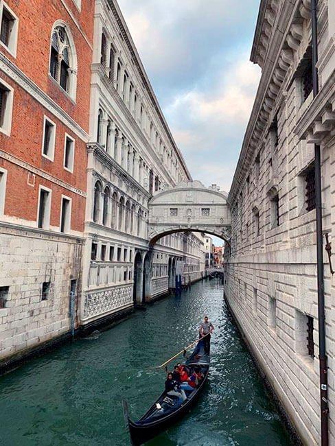 Paseo con góndola en Venecia