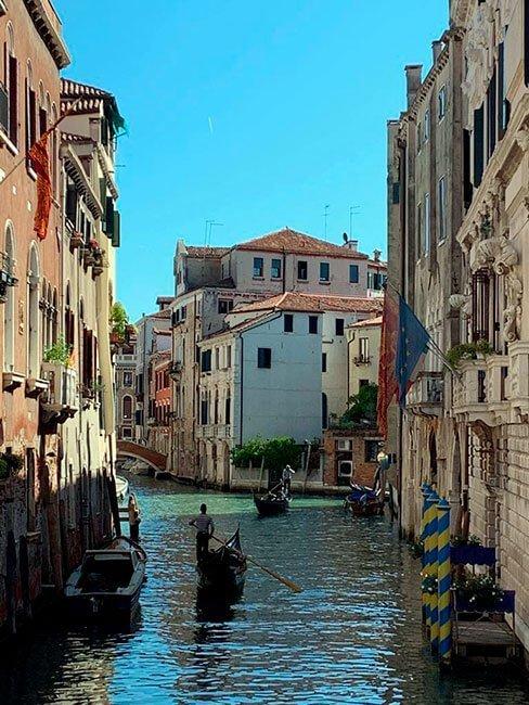 La góndola es otro de los elementos reconocibles de Venecia