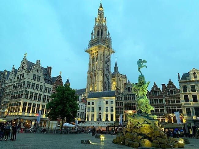 La grote markt de Amberes, Bélgica
