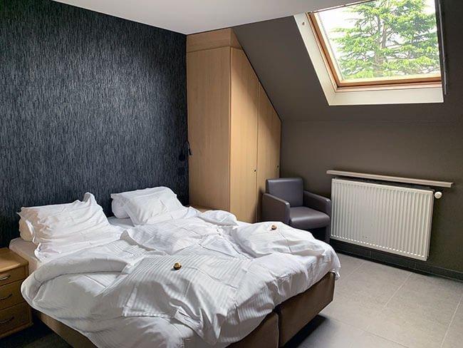 La habitación del hotel B&B Su'ro en Gante era amplia e iluminada