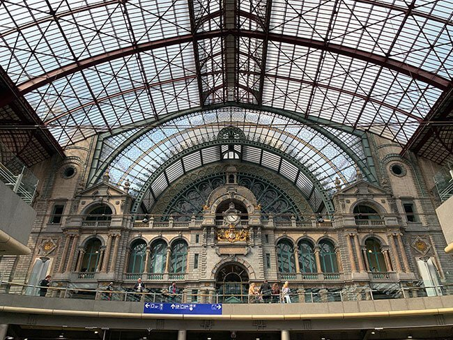 El techado de la estación central de Amberes, Bélgica