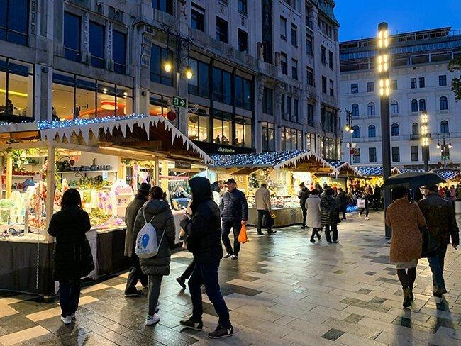 El mercado de navidad de Budapest, donde comimos estupendamente