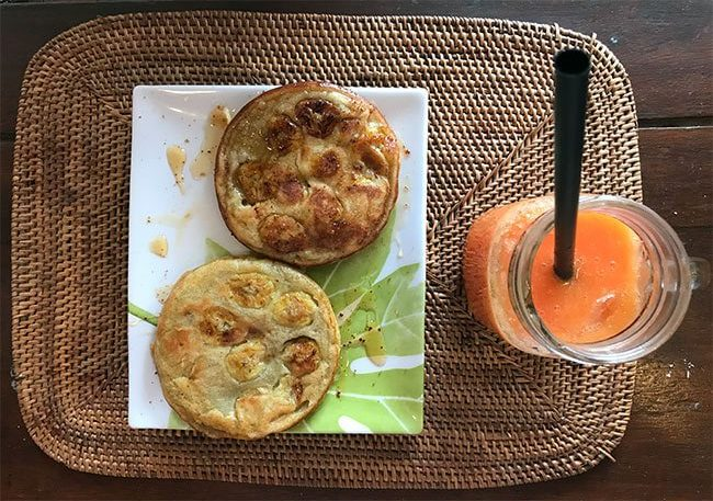 Desayuno: tortitas de platano y zumo