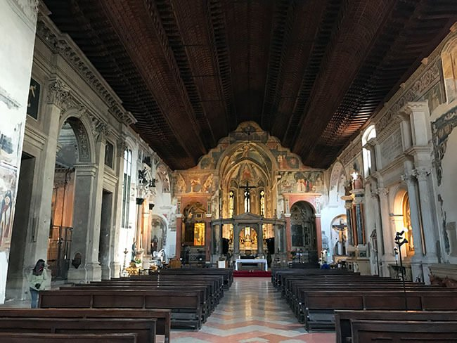 Interior de la Iglesia de San Fermo