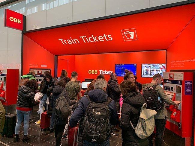 El puesto de venta de entradas del servicio de tren de Viena