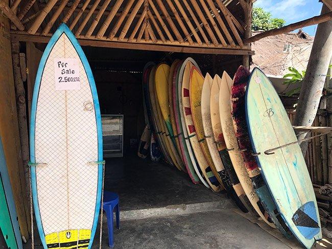 Tablas de surf de alquiler en Lombok