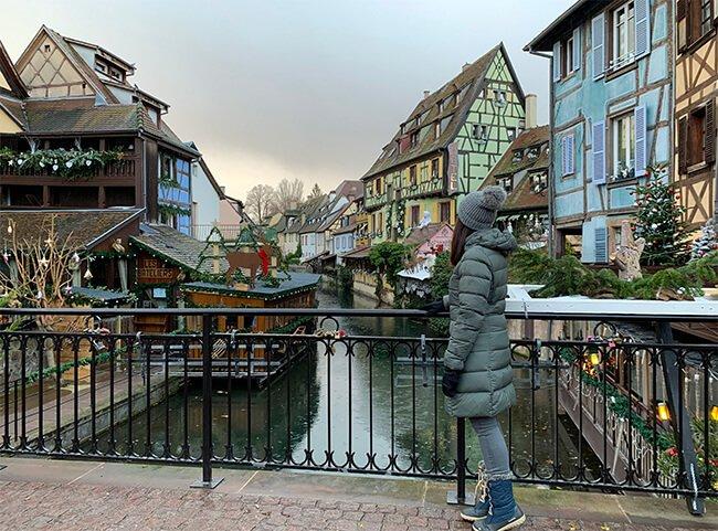 el precioso pueblo de Colmar en Alsacia, Francia